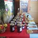Razstava različnih vrst medu na Jagodni nedelji na Jančah